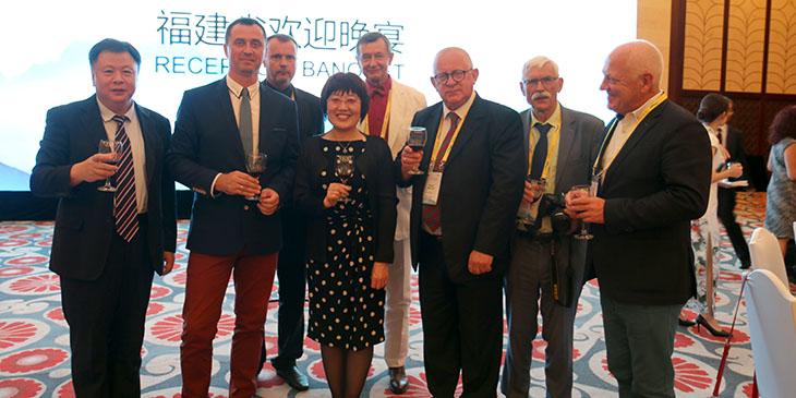 Polska delegacja i chińscy gospodarze