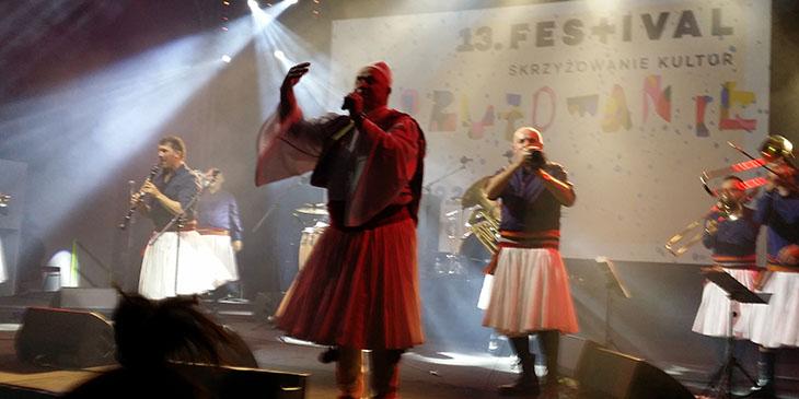 Zespół Fanfara Tirana zaprezentował rok temu brzmienie bałkańskiej orkiestry dętej w połączeniu z południowoalbańską, orientalną z pochodzenia muzyką kaba