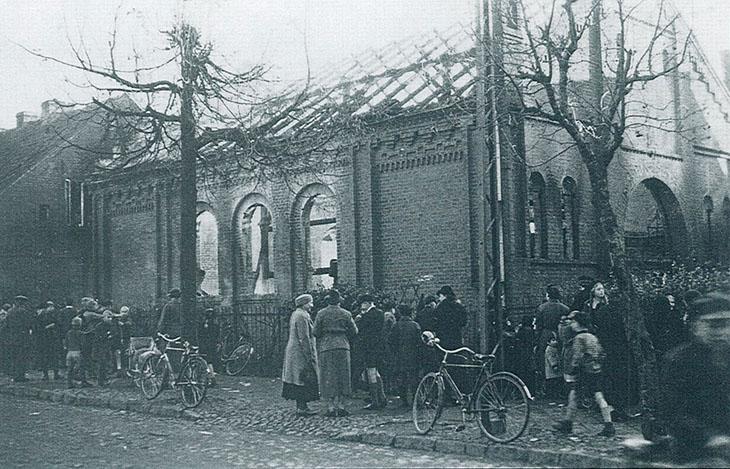 Na zdjęciu synagoga w Giżycku spalona w 1938 r.