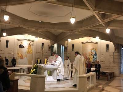 Kongres rozpoczęła Msza św. odprawiona w dolnym kościele Sanktuarium