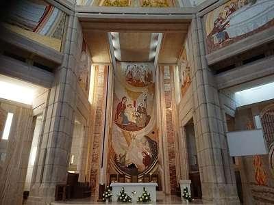Ołtarz główny w Sanktuarium św. Jana Pawła II