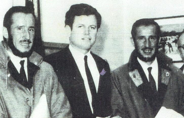 """Bracia spotkali się z senatorem Edwardem Kennedym i przyjęli zaproszenie do Kongresu, gdzie właśnie witano astronautów z misji """"Apollo-8"""". FOT. www.magazynwiatr.pl"""