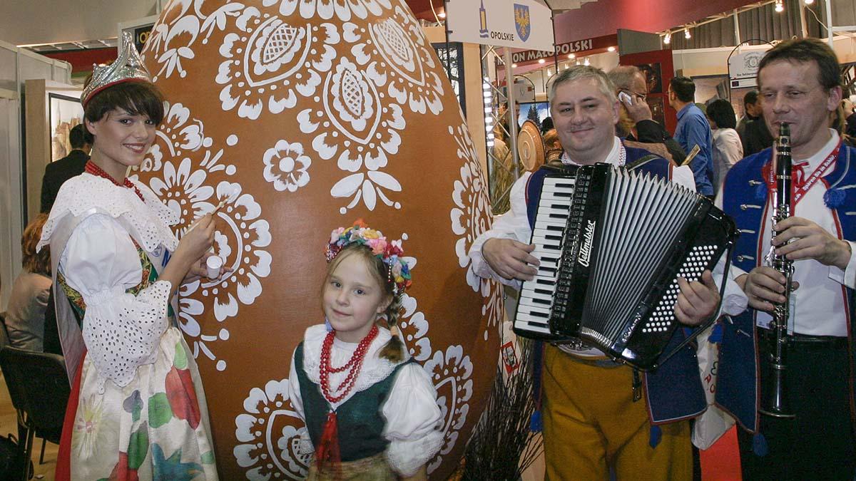 Opolska kroszonka i Miss Polonia Malwina Ratajczak na 40. edycji ITB w Berlinie (foto: Mariusz Przygoda)