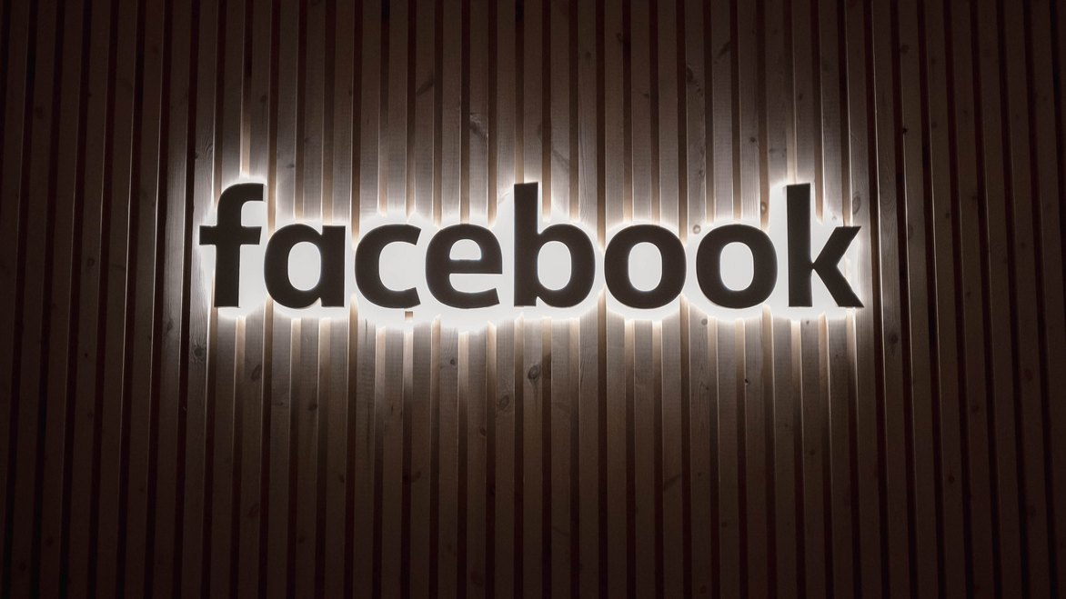 """Napis """"Facebook"""""""